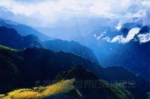 世界的香格里拉        ………………………        这是一个祥瑞如薄纱掩映的深秋的黎明,