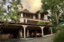 Fatumaru 酒店位于海边,环境宁静优美。虽然设施一般和离开市中心稍远,但仍是一个不错的选择。