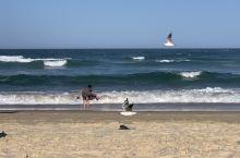 黄金海岸,真的拥有黄金级的美好海岸线。随便走到海边,就是超级绵长而宽阔的海滩。冲浪者天堂海滩、主海滩