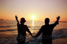 牵手银滩,看夕阳!北海,一个美丽的海滨城市,阳光、沙滩、海浪,美得如画,美得让人心跳。银滩看夕阳,令