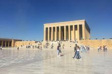 安卡拉作为土耳其的首都,值得来看土耳其国父陵。国内飞土耳其,雄伟壮观,非常有气势的建筑,土耳其国父陵