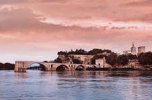阿维尼翁断桥。从三个方向拍摄,还是觉得到古城河对面拍摄最具表现力(图一),断桥作为阿维尼翁的主要景点