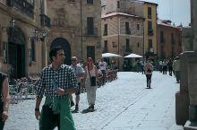 Salamanca是位于西班牙西部的一个古老城市,这里的建筑大部分时候萨拉曼卡侯爵所建造的,罗马式的