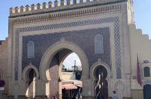 非斯城建于公元9世纪,那里有世界上最早建立的大学。在公元十三世纪至14世纪时,非斯代替马拉柯什成为了