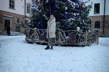 明斯克的冬天别有一番景致,拍摄的主要的地方是在米尔城堡,最后一张有八个白色的雕塑小人是来自中国的八仙