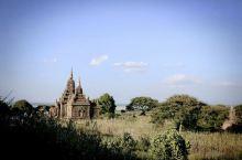 缅甸蒲甘的佛塔真的很震撼,旁边的英国人一个劲的说amazing… 不过苦了自己的脚,去寺庙都得拖鞋光
