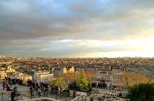 网红巴黎打卡地址之一有二条路可上,难得市内自然最高地整个巴黎一览无余。如对此处的圣心大教堂的历史有所