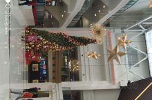 这里是马尼拉的大型商场,也有很多品牌,还不错的