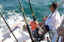 第一次出海参加海钓,收获不错,钓到三条金枪魚一条旗魚,胜利而归。