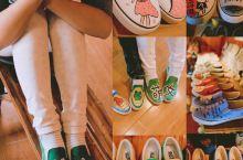 【赶紧来青岩古镇定制一双属于自己的涂鸦鞋吧】 青岩古镇,古镇中的一股清流。 这里是明清时期 茶马古道