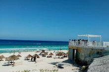 公共海滩,Forum Beach,在当地语中即Playa Forum,公共海滩的意思。   Play