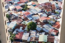 巴拿马城·巴拿马  巴拿马城的贫民窟,穷与富