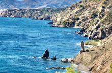 前西班牙国王称许为欧洲的阳台的海边小镇-內尓哈。在驱车前往马拉加途中,被首图的景色吸引了。于是便在不