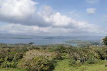 阿雷纳尔湖的美景———今天从Monteverde Cloud Forest Biological P