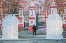 伊尔库茨克两处宗教圣地打卡 酒店的对面就是圣十字教堂,每天早上都能听到教堂的钟声响起,不少教徒会来这