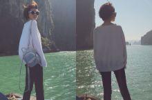 越南下龙湾,有着小桂林的称号,我冬天去过一次桂林没给我冻死,夏天又会太热出不去门,但是下龙湾不会,冬