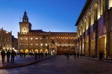 中世纪的建筑群,广场很庄重的感觉。