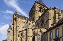 特里尔主教座堂,最初建于古罗马时期,是德国最老的主教教堂。因为战争,教堂曾被多次损毁,又经历多次重建