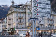 日内瓦因特拉肯来来往往的火车飞驰,整个小镇只有一条主干街道,建筑十分的精致,不论是百年历史的教堂、还