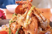 广东人吃海鲜,除了清蒸还有这种做法 广东人吃海鲜,讲究原汁原味,可波士顿龙虾清蒸肉质会柴,79号渔船