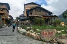 磨西古镇,中央红军飞夺泸定桥后到达磨西,召开了磨西会议。我们自驾团队,于2019年5月2日上午,从泸