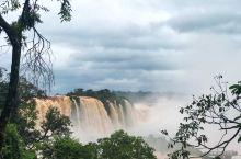 喜欢哥哥的人,我相信都对伊瓜苏瀑布这个地方有无比的向往。 《春光乍泄》里,何宝荣(张国荣饰)有一日买