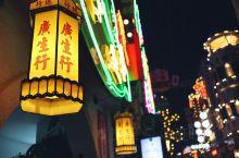【再穿一次往昔情怀的羊城街,再看一遍繁华烟云的夜香港】 横店不止于秦王宫与明清苑,藏于影城的另一角落