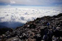 沉寂百年的活火山变成一处休闲娱乐度假地   令人心悦的温泉体验  这次终于有时间来攀爬菲律宾的最高峰