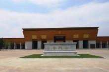 建筑大气,照片里的建筑都是后修建的,真正的法门寺也在园区里,两个是相通的。合十舍利塔里供奉的真骨舍利