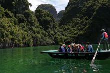 下龙湾-水上桂林。 避暑胜地·出国首选。 绿水蓝天好心情。在下龙湾*留夏