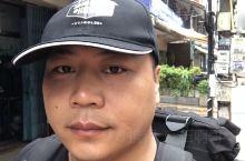 老挝首都万象真的是走路都可以看完的地方、下飞机找不到的士是很正常的、要集中登记付给7美金然后的士可以