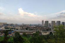 漫步凤岭公园,俯瞰资阳城。