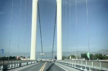 去临夏炳灵寺路过刘家峡大桥,观景台,凉爽,壮观,黄河竟然是碧绿碧绿的