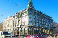 【古老繁华的涅瓦大街】    涅瓦大街是圣彼得堡的主街道 ,整条大街有大量的百货商店,购物中心,食品