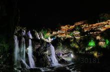 芙蓉镇一日游分享,旅游途中结识了重庆自驾游的一家三口,坐了顺风车到了瀑布上的芙蓉镇!从梵净山开车约两