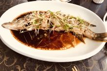 阿勒泰的狗鱼和野生黑蘑菇,一定要品尝。