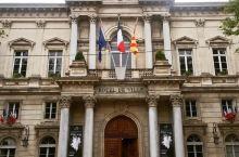 像高级酒店的政府大楼  【门票】阿维尼翁市政厅免费参观。 【交通】从火车站下车,一直往钟楼广场的方向