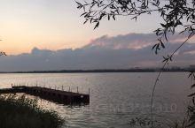 霞光渐隐的南海湖