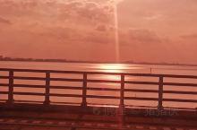 夕阳下杭州湾跨海大桥朦胧的美!