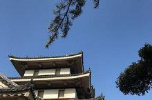 """感受古今时空的交错——玉藻公园  提起""""玉藻"""",很多人会想起日本传说中的金毛白面九尾狐玉藻前,但是玉"""