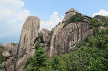 浙江江山浮盖山,为闽浙两省界山,顶峰海拔1146.4米,为武夷仙霞山余脉。各种因 地壳运动而形成的垒