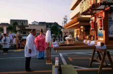 """傍晚时分,山鹿市中心,己变成了步行者天堂!瞧,正在市中心街区,举行了盛大灯笼节""""敬神仪式""""!"""