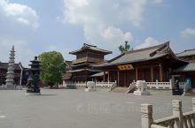 城北的大兜路历史街区位于京杭运河与丽水路之间,是一片整饬一新的休闲地带,紧邻著名的香积寺。正午时分,