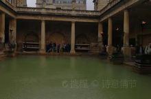 巴斯还是罗马人的温泉胜地,这里是英格兰唯一的天然温泉 古罗马浴场遗址及古堡 浓郁的文艺气息 只可惜现
