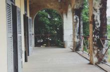 法国领事馆里有两栋楼,都是开放的。其中一栋里面是中法艺术家的画展。想不到法国艺术家也有这样的中国视角