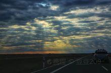 独库公路从独山子到库车,是217国道的早期形态,纵贯天山南北,全长561公里,过半以上地段横亘崇山峻