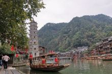 凤凰古城,一幅山水国画      沱江之水润育着凤凰古城,这座中国近代无数个小城的典型,它是幸运的。