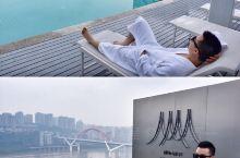 重庆旅游| 360°鸟瞰重庆的无边泳池酒店 . 重庆新地标离蓝天最近的无边泳池酒店来了,270°的无