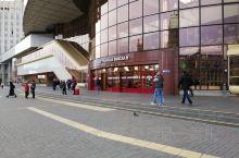 明斯克火车站,莫斯科到柏林,里加到基辅的交叉口,欧洲铁路中心站之一。干净整洁的蓝白相间列车是从明斯克