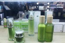 娇兰佳人是比较老牌的连锁化妆店了,在大陆的时候经常看到它不过,门店很多。在会员日和节假日是他会经常搞